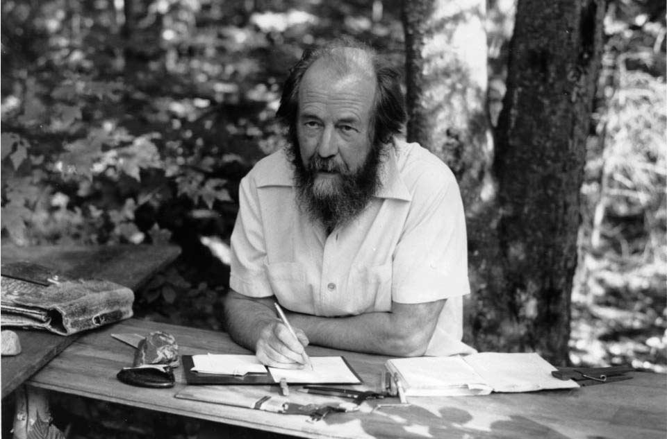 Александр Солженицын за работой